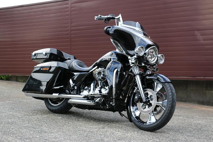 山口県下関市のCRAIZE MOTORCYCLE (クレイズモーターサイクル) のハーレー(Harley-Davidson)カスタム2012年式FLHXイメージ01