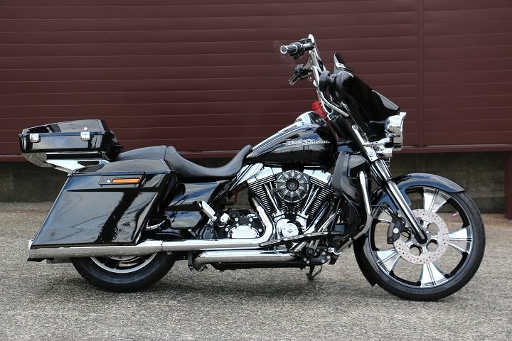 山口県下関市のCRAIZE MOTORCYCLE (クレイズモーターサイクル) のハーレー(Harley-Davidson)カスタム2012年式FLHXイメージ02