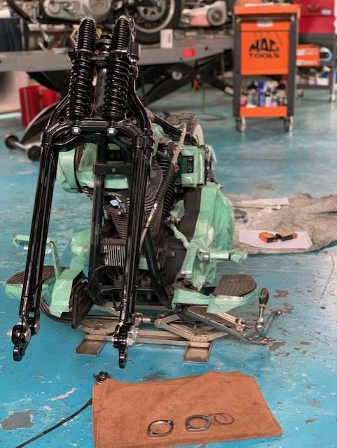 山口県下関市のCRAIZE MOTORCYCLE (クレイズモーターサイクル) のハーレー(Harley-Davidson)やバイク(単車)を扱うお店のEVO、ソフテイル、カスタムのイメージ01